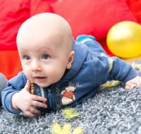 Artykuł Integracja Sensoryczna dla maluszka- czyli jak wspierać rozwój sensomotoryczny niemowląt.