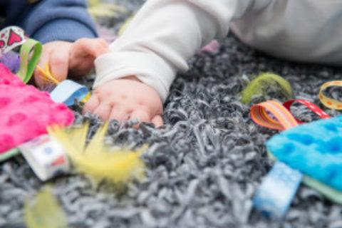 """Warsztaty dla rodziców spodziewających się dziecka oraz dla rodziców niemowląt """"Integracja sensoryczna dla maluszka"""" w październiku"""