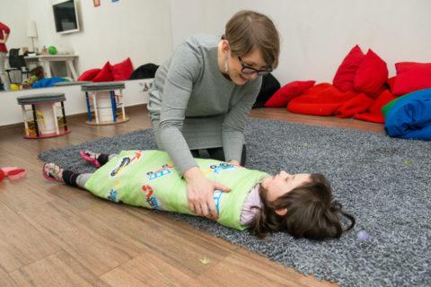 5 zabaw na wyciszenie dziecka i ułatwienie zasypiania